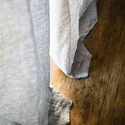 窗帘是消耗品,几年就该换一次,所以别买贵的,几百块钱的亚麻窗帘是最美的