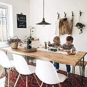 居心地用来放松,中心点用来交流,一张桌子的意义就在于它让一家人终于坐在一起