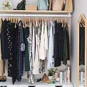 永远不要问一个女人,穿一次还不想洗的衣服为什么可以堆满所有椅子...