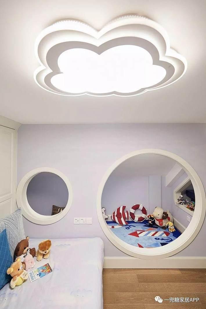 设计成套间,满足睡觉,娱乐,学习,洗漱,收纳等功能,让儿童房自成一体.