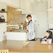 一边做饭还能一边聊天陪孩子,开放式厨房成了他们全家最爱呆的地方