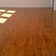 舍不得这么好的实木地板?那就翻新一下吧