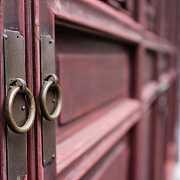 逛了一圈建材市场,我还是决定买被人嫌弃最多的红棕色防盗门