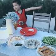 终于,我们在露台花园用了晚餐