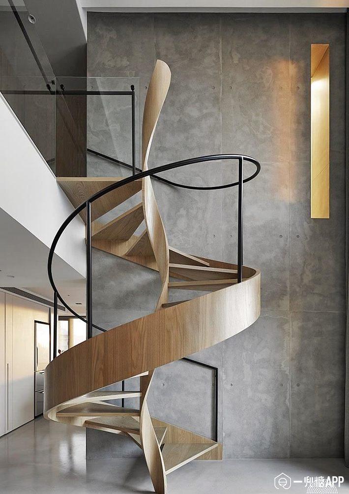 螺旋梯设计,采用圆形梯的造型结构,鲜活灵动的曲度线条,彷佛鲜活地