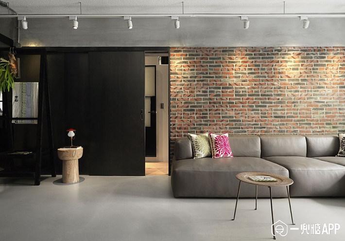 在墙面装饰砖红色文化石,复古质感袭来,搭配灰色的水泥粉光地面与