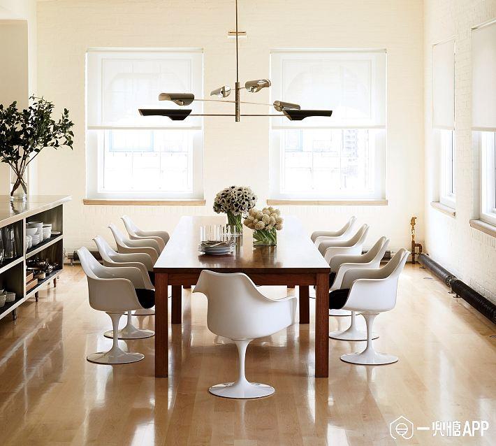 Furniture-Design-1517-GQ-MOCH05-01-eero-saarinen-tulip.jpg