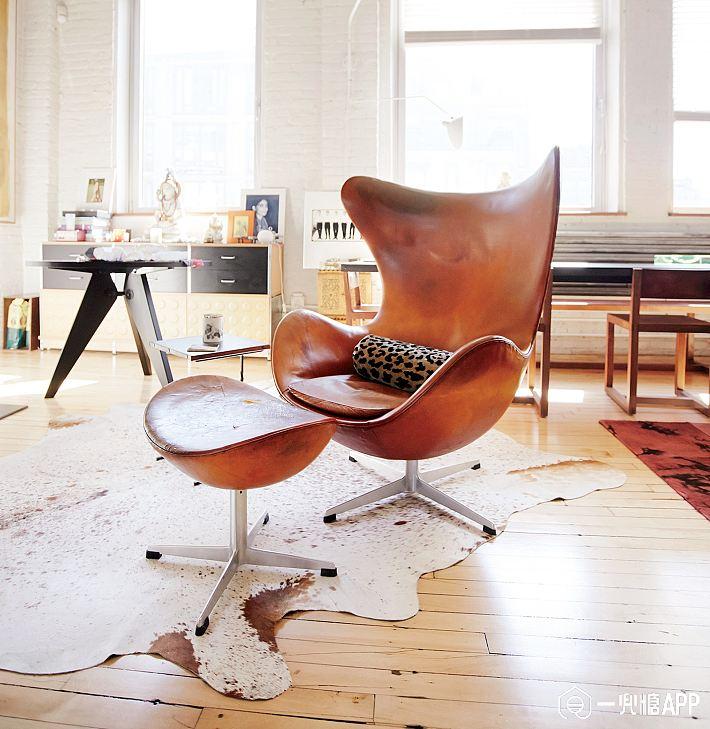 Furniture-Design-1517-GQ-MOCH05-04arne-jacobson-egg.jpg