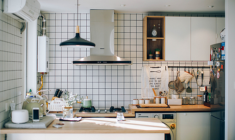 60㎡ 的房子小也沒關系,有舒服的開放式廚房就很美好