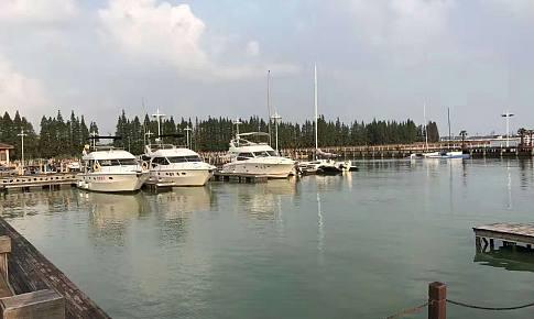 一人,一湖,一船,一墅。