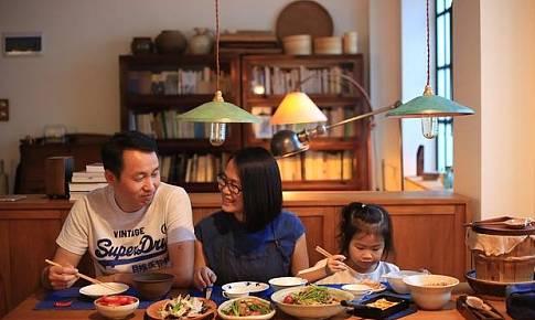 打造日式復古風?不!我們家只是一張餐桌的延伸
