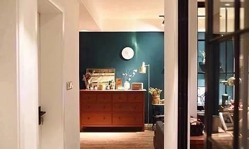 色彩濃郁的墨綠色,讓我家變成了復古混搭風