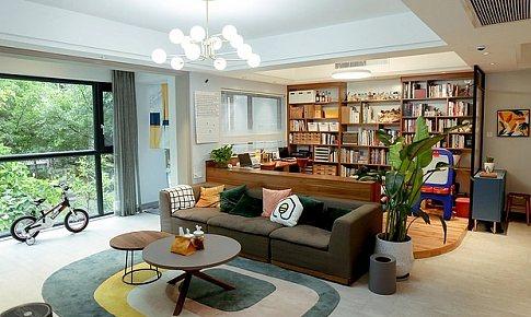 融合在一个大空间里的书房、客厅、餐厅和厨房,相信你也会爱上