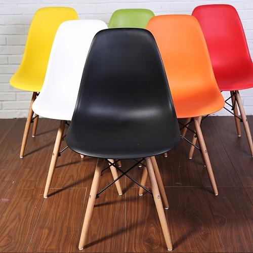 宜家新款组装伊姆斯设计师椅休闲洽谈椅餐椅简约实木塑料椅创意椅_图2