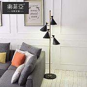一盏古铜色落地灯,点亮北欧+现代家居风